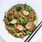 [Asiaküche] Gebratene Reisnudeln mit Sojasoße, Hähnchen & Shrimps - oder einfach Heimweh nach Thailand -