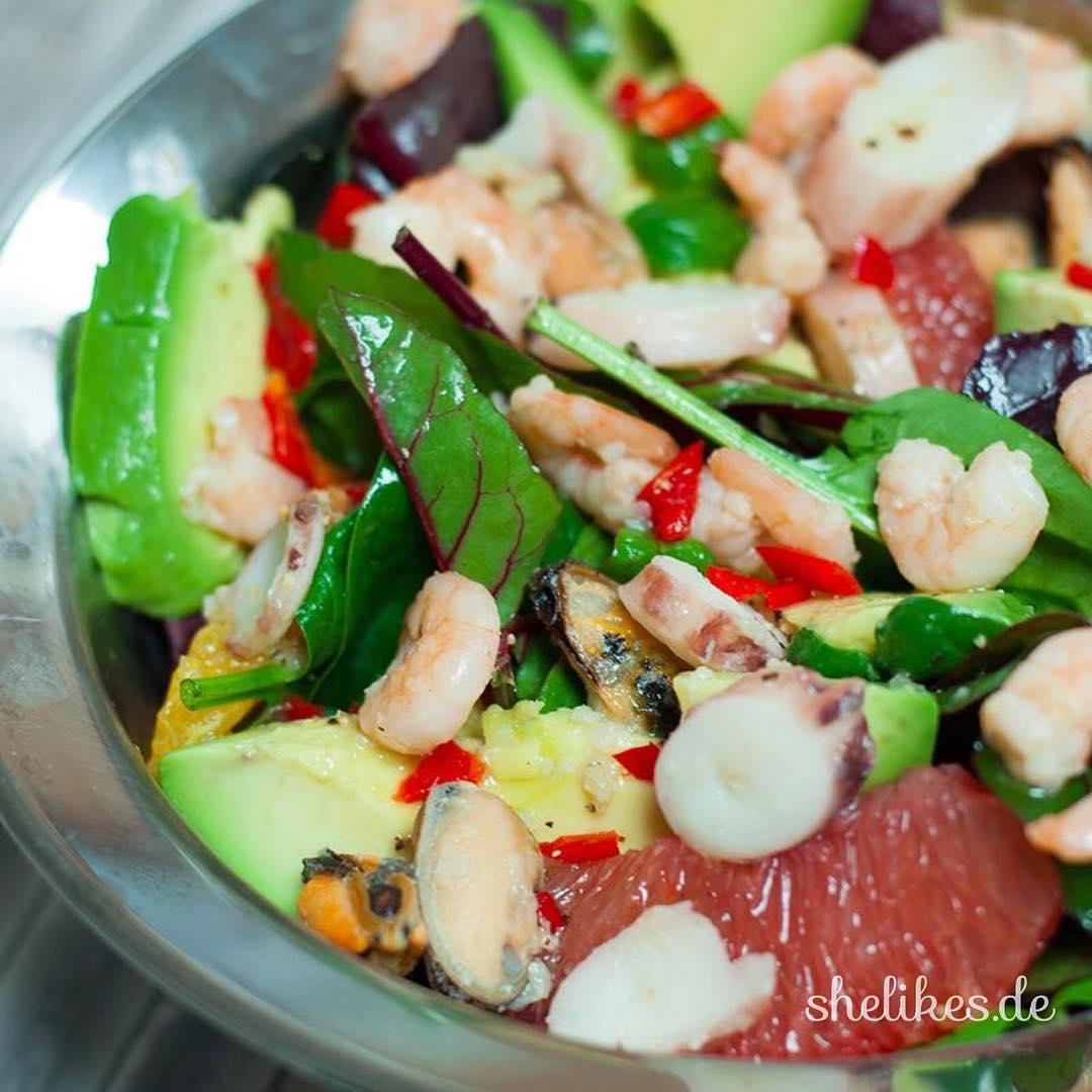 Frutti di Mare Salat mit Avocado amp Citrusfrchten healthy lunchhellip