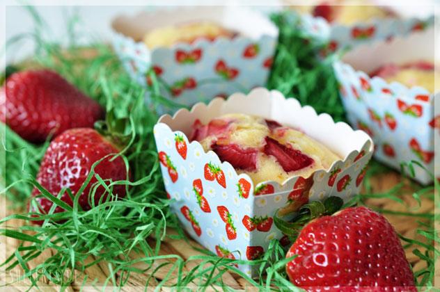 [Sweet Cravings] Strawberry Cream Cheese Muffins