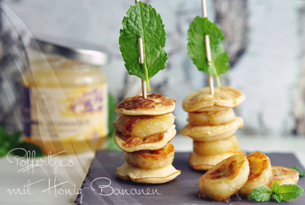 Poffertjes mit karamellisierten Honig-Bananen