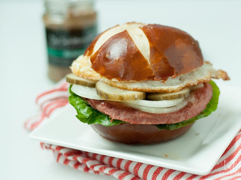[Soulfood] Leberkäse-Burger mit Spiegelei