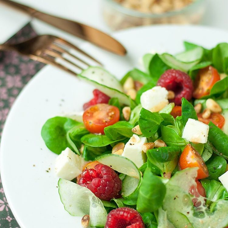 Feldsalat mit HimbeerVinaigrette  Fr das Dressing 3 EL Olivenlhellip