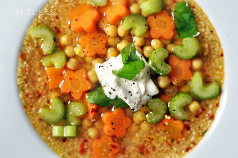 Bunte Gemüsesuppe mit Couscous & Kichererbsen [Veggy]