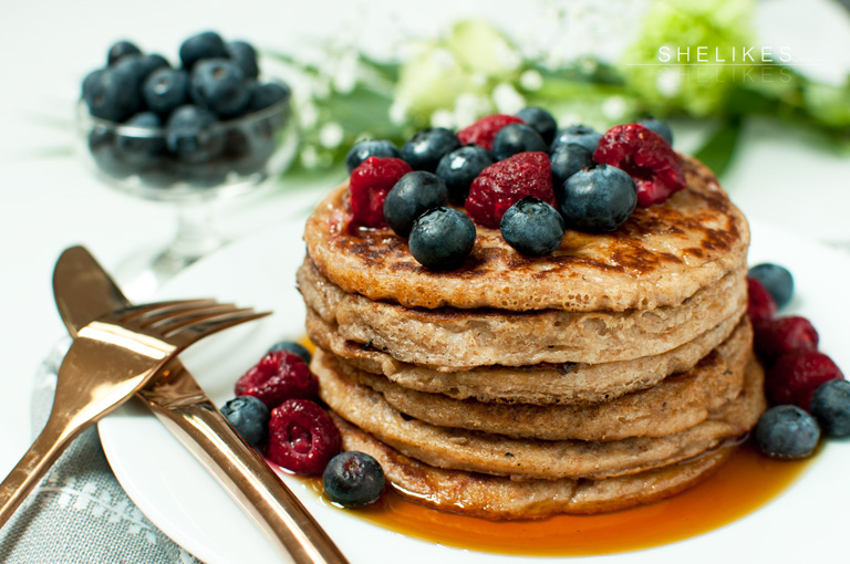 Vollkornpancakes mit Kokosmilch und griechischem Joghurt