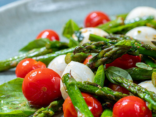 Nachgekocht: Warmer Spargel Caprese Salat